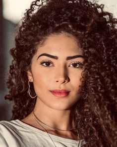 90 easy hairstyles for naturally curly hair - Hairstyles Trends Curly Afro Hair, Curly Hair Styles, Natural Hair Styles, Retro Hairstyles, Easy Hairstyles, Airy Hair, Leelah, Pelo Afro, Curl Styles