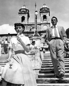 A roman holiday wont be complete without having an icecream at Spanish steps, just like Audrey Hepburn :)