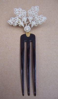 Victorian Seed Pearl Hair Comb from the last decadeof the 19th century. The Spanish Comb on Ruby Lane.