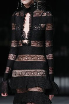 Alexander McQueen Autumn/Winter 2016-17 Ready to wear