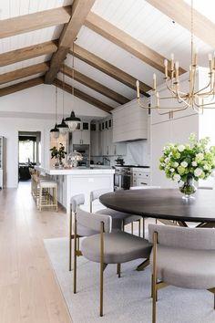 Modern Farmhouse Interiors, Modern Farmhouse Design, Modern Farmhouse Kitchens, Farmhouse Homes, Modern Interior, Home Interior Design, Country Modern Home, Interior Styling, Villa