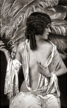 Ziegfeld Follies Portraiture Depicting Muriel Finley, Helen Henderson, Peggy Shannon, Adrienne Ames, Alice Wilkie, and Dorothy Wegman.