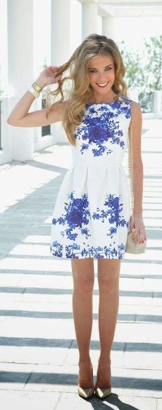 Pick a unique pattern like this. white & blue porcelain decorative print to help you sparkle in the summer day. #fashion