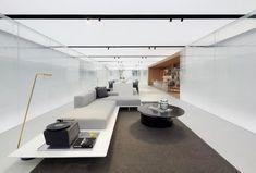 极简白 + 灰砖,格调十足的先锋艺术馆!_空间 Sales Office, Suzhou, Corner Sofa, Minimalist Design, Bathtub, Home Appliances, Mansions, Living Room, Bathroom