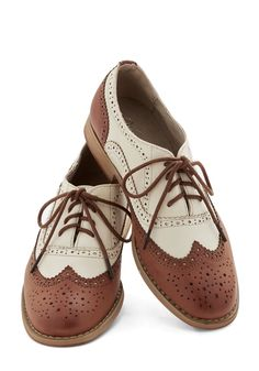OWN - Oxfords & Loafers - Talking Picture Flat White Oxford Shoes, White Flat Shoes, Oxford Shoes Outfit, Oxford Flats, Oxford Brogues, Sock Shoes, Cute Shoes, Me Too Shoes, Shoe Boots