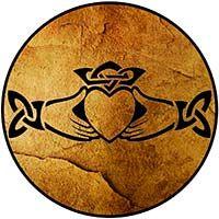 significado simbolos celtas claddagh Celtic Symbols, Celtic Art, Claddagh Tattoo, Clara Berry, Celtic Designs, Book Of Shadows, Wood Sculpture, Pyrography, Wicca