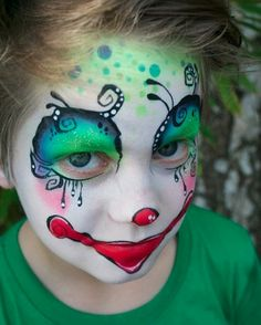 Absolutely in love with this Tim Burton-esque clown face by Pixies Face Painting. LOVE, I say!