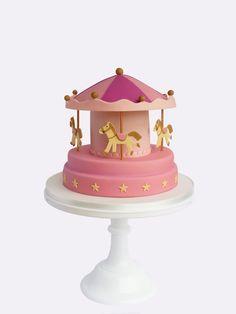 Este bolo deixou a minha cabeça a andar à roda! É sem dúvida um dos meus favoritos até à data! Foi criado para combinar com o nosso...