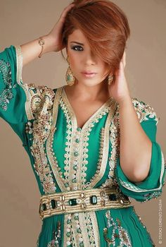 Leila hadioui caftan i love green caftans and moroccan gold n green accessories ♡♡♡♡ Kaftan Moroccan, Morrocan Dress, Moroccan Bride, Oriental Dress, Oriental Fashion, Arab Fashion, Ethnic Fashion, Womens Fashion, Caftan Gallery