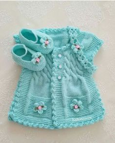 Discover thousands of images about Hermoso chaleco de bebe color turqueza con botines y cintillo.lace baby jacket knit with crochet accents from asian magazine found in russian site httpwwwliveinternetruusersbaby charts included - PIPicStatsThis Pin Baby Knitting Patterns, Knitting For Kids, Baby Patterns, Knitting Ideas, Baby Girl Vest, Baby Dress, Baby Baby, Girls Sweaters, Baby Sweaters