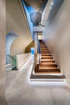 eclairage-escalier-led-indirect-escalier-droit-bois-rambarde-acier