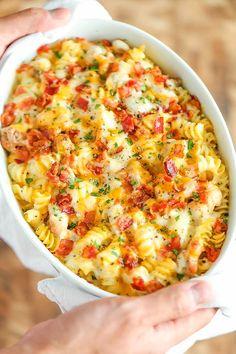 Makarna en doyurucu yemeklerden içine biraz tavuk biraz kuru domates ve bol peynir eklemeye ne dersiniz?