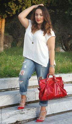 La nostra bellissima e italianissima Iris Tinunin di Stylosophique con i jeans boyfriend e le bellissime  Rockstud rosse!  Vai così Iris!!
