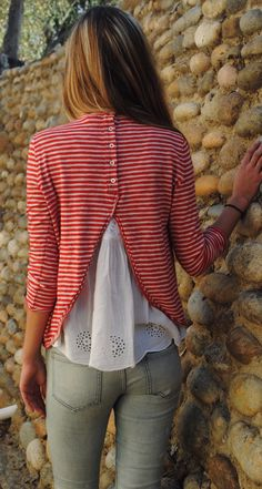 Idea to refashion a plain long sleeve shirt Mode Outfits, Fall Outfits, Mode Top, Mode Inspiration, Striped Tee, Fashion Pictures, Refashion, Look Fashion, Pretty Outfits