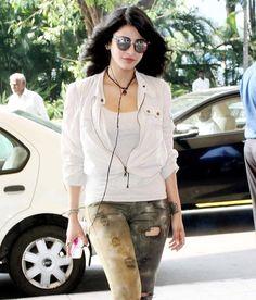 Shruti Haasan at Mumbai airport. #Bollywood #Fashion #Style #Beauty #Hot #Sexy