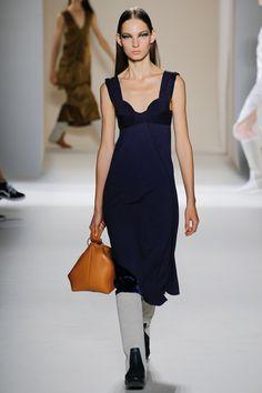 Victoria Beckham Spring 2017 Ready-to-Wear Fashion Show - Zhenya Migovych - season signiture sweetheart