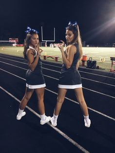 Vsco - search school cheer team pictures, cute cheer pictures и cheer poses Cute Cheerleaders, Cheerleading Cheers, Cheerleading Pictures, Cheer Stunts, Cheer Jumps, High School Cheerleading, Cheerleading Stunting, Softball Pics, Volleyball Drills