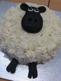 Denis Allen shows off her fabulous cake baking skills. Gorgeous Sheep - too good to eat!