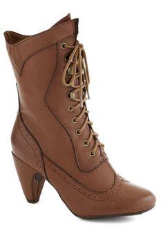 Chocolatiers of Joy Boot, #ModCloth - Des bottes caramel pour aller avec les robes marines !
