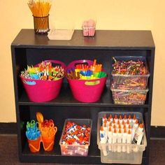 This is a guide to organizing your classroom.   A well organized classroom not only looks tidy and professional but also teaches your students basic organization skills. Having an organized classroom is key to having a successful school year.