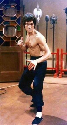 Enter The Dragon Robert Clouse) Bruce Lee Kung Fu, Bruce Lee Art, Bruce Lee Martial Arts, Bruce Lee Quotes, Steven Seagal, Chuck Norris, Karate, Bengalischer Tiger, Tiger Dragon