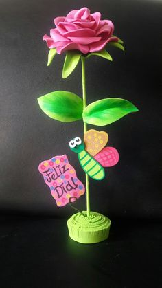 Rosa con mariposa feliz día mamá en Foami o goma eva Foam Sheet Crafts, Foam Crafts, Diy And Crafts, Arts And Crafts, Paper Crafts, Balloon Flowers, Felt Flowers, Diy Flowers, Teachers Day Gifts