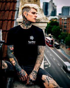 Hot Guys Tattoos, Neck Tattoo For Guys, Boy Tattoos, Hand Tattoos, Tatoos, Cute Emo Boys, Hot Boys, Cute Guys, Bad Boy Aesthetic