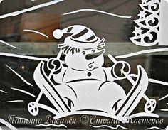 Давно хотелось сделать семейство Снеговичков на зимних окошечках:) Наконец нашла подходящих героев в детских раскрасках и вырезала вытынанки. И вот, что в итоге получилось))) фото 7