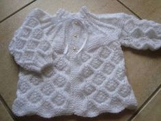 This Pin was discovered by hab Baby Knitting Patterns, Knitting For Kids, Baby Patterns, Knitted Baby Outfits, Knit Baby Sweaters, Knitted Baby Clothes, Crochet Baby Sandals, Knit Baby Booties, Baby Girl Crochet