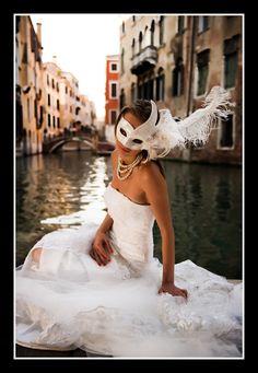 Wedding romance in Venice/Сватбена романтика във Венеция www.Fashion-with-Style.com #wedding #photography #romance #romantic #couple #honeymoon # bride #groom #venice #italy #italia