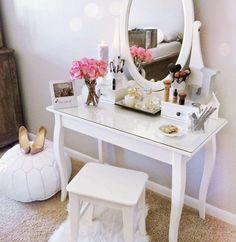 Girl Room Decor Ideas - How can I clean my room in 1 minute? Girl Room Decor Ideas - How do I clean my room perfectly? Vanity Room, Vanity Desk, Vanity Tables, Bedroom Vanities, Mirrored Bedroom, My New Room, My Room, Girl Room, Home Bedroom