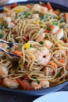 Asian Garlic Noodles with Shrimp {or Chicken} (Mel's Kitchen Cafe) Seafood Recipes, Chicken Recipes, Dinner Recipes, Cooking Recipes, Entree Recipes, Yummy Recipes, Pasta Dishes, Food Dishes, Main Dishes