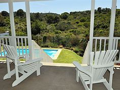 Roche Bonne 28 - Roche Bonne 28 is in Plettenberg Bay and accommodates a family or group of friends. It is close to several shops, restaurants, the beach, activities and attractions.This beach house has five bedrooms and .