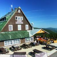 Horska Bouda Dvoracky Beste Hotels, Cabin, House Styles, Outdoor Decor, Home Decor, First Aid, Decoration Home, Room Decor, Cabins