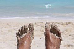 Suve lõpupoole on jalad paljajalu käimisest ja lahtiste kingade sees tolmamisest üsna räsitud. Võta ette üks turgutav ilukuur. Abi leiad köögikapist.