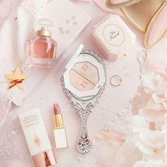 What a gorgeous shot of beauty goodies 😍✨💖 Repost Makeup Blog, Beauty Makeup, Makeup Products, Huda Beauty, Beauty Products, Makeup Wallpapers, Baby Pink Aesthetic, Beauty Treats, Cute Makeup
