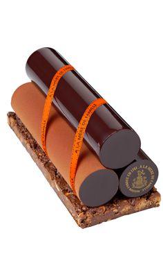 Dessert aux 3 chocolats, Venezuela, Pérou et Madagascar sur un croustillant d'amandes,  croquantes, gianduja et chocolat noir - A la Mère de Famille