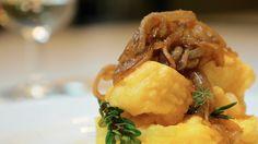 Baccalà con polenta: una ricetta di pesce da gustare nelle occasioni speciali. Scoprine ogni segreto con la video ricetta di Sale&Pepe.