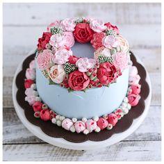 Double flower wreath buttercream cake