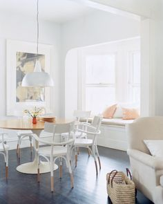 bright space! Wouldn't you want to wake up and have coffee here? I would!