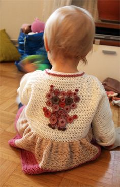 DIY: Cardigan dress with a button embroidery