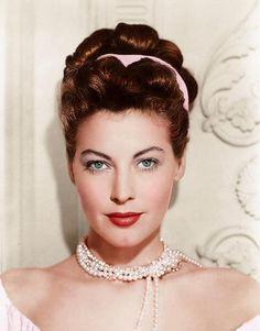 Ava Gardner looking utterly stunning in whisper soft pink. #vintage #1940s #actresses                                                                                                                                                                                 Más