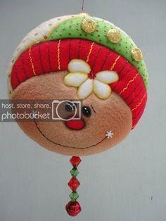 Que hermosos trabajos en patchwork Reno, Gingerbread, Teddy Bear, Christmas Ornaments, Toys, Holiday Decor, Home Decor, Christmas Baubles, Christmas Balls