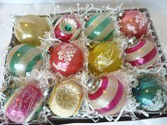 §§§ : vintage glass ornament