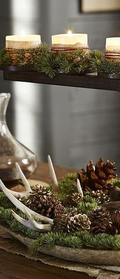 Natural Christmas with evergreens, antlers and pinecones in a vintage wooden bowl. Uniikki Askel: marraskuuta 2014