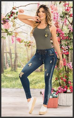 Girl Fashion, Fashion Dresses, Fashion Design, Tribal Belly Dance, Bollywood Girls, Jean Top, Tall Women, Girls Jeans, Jeans Style