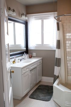 love this bathroom. Check out this blog, it's great! @Carrie Osborne @Ruth Osborne