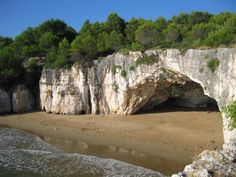 Immagine di Spiaggia dei Colombi, Vieste: la spiaggia dei colombi dal sentiero che porta a punta unga - Guarda i 5.181 video e foto amatoriali dei membri di TripAdvisor su Spiaggia dei Colombi.