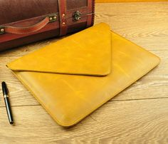Material: Vintage Leather    + real cowhide leather  + reinforced stitching  + Best distressed leather!    Color: Yellow    Size: macbook