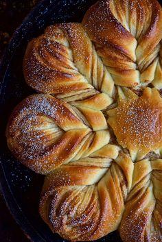 Cinnamon Star Bread Bakealong via @kingarthurflour
